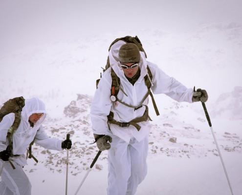 Zwei Teilnehmer am Edelweiß Raid kurz vor dem Gipfel.