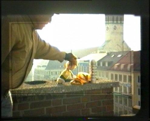Regisseur Peter Weißflog mit Pumucklpuppe